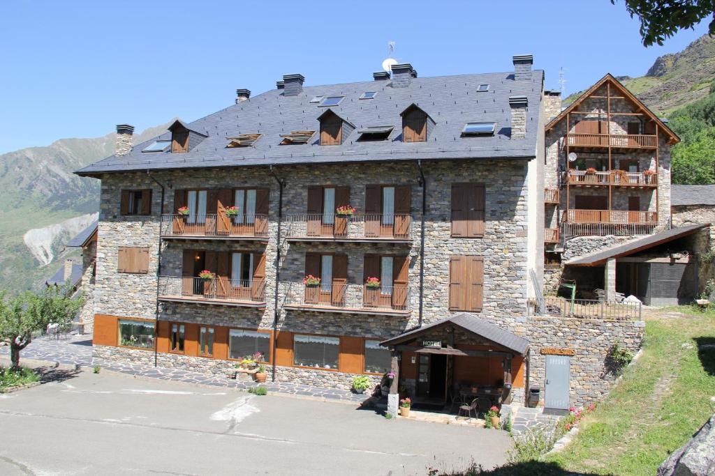 Hotels In Sauri