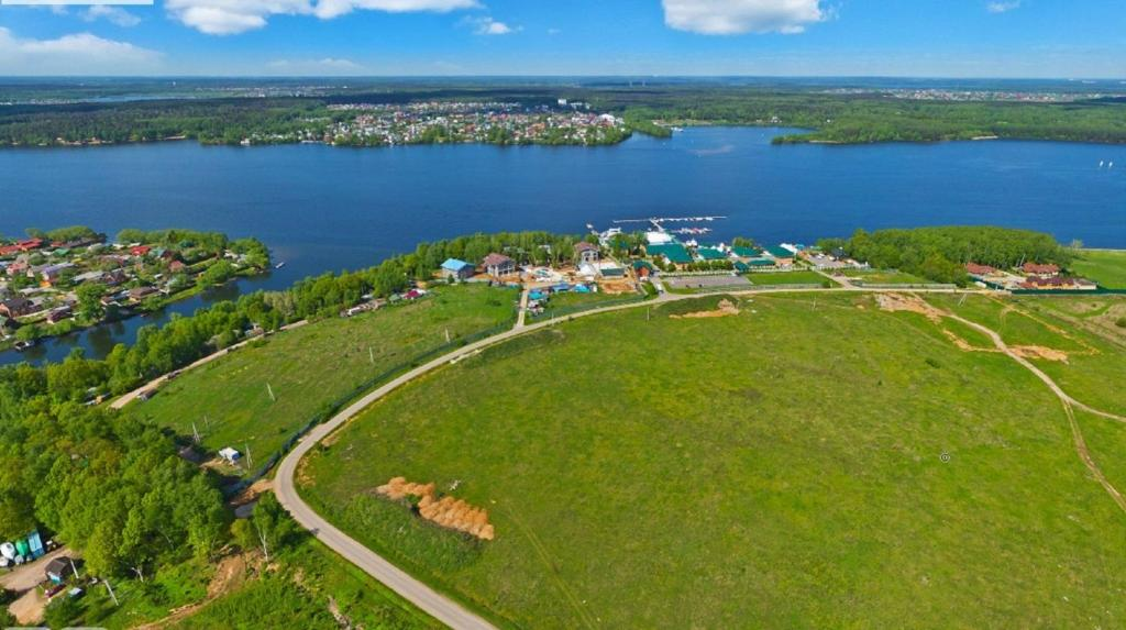A bird's-eye view of Hotel Yacht Club Noviy Bereg