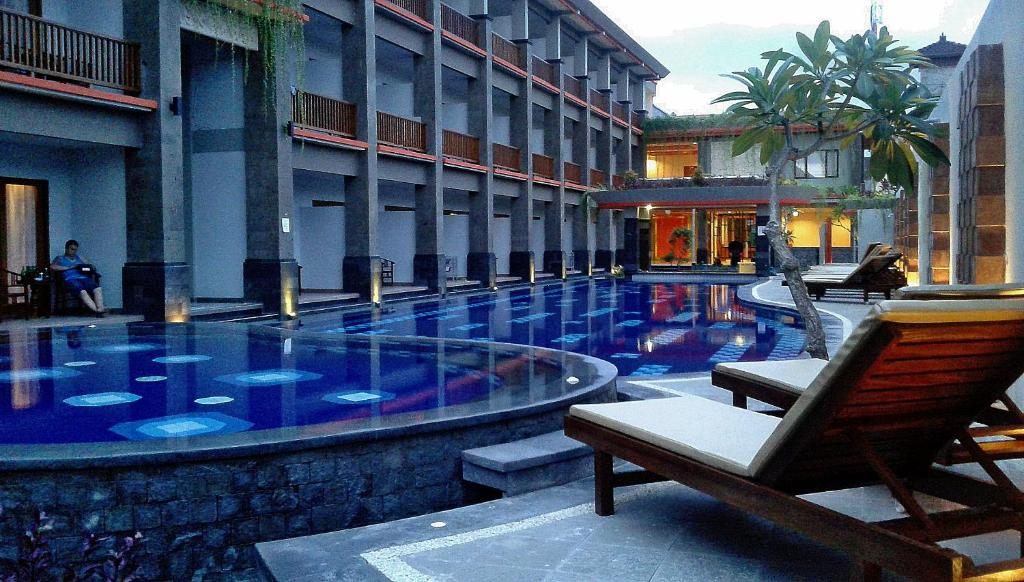 The swimming pool at or close to Grand Sinar Indah