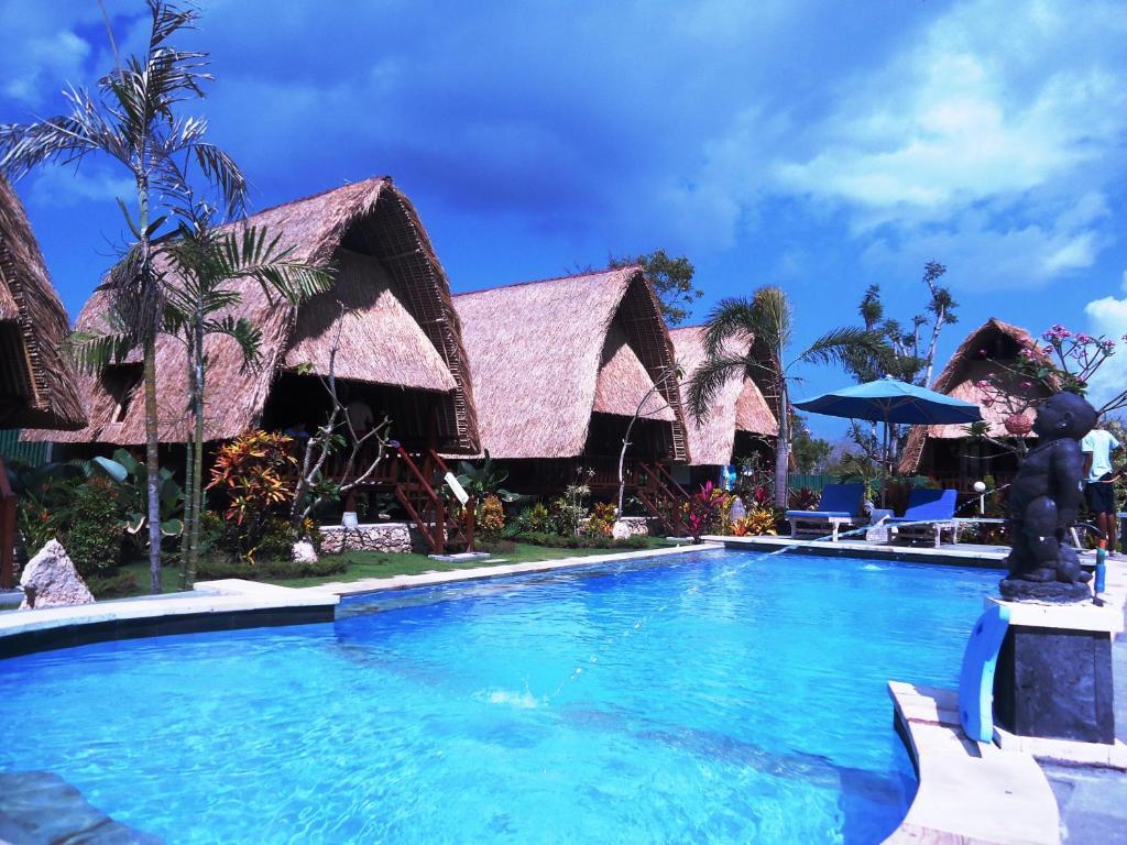 The swimming pool at or near Harta Lembongan Villas