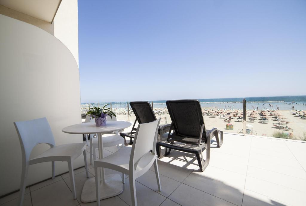 A balcony or terrace at Hotel Riviera Mare