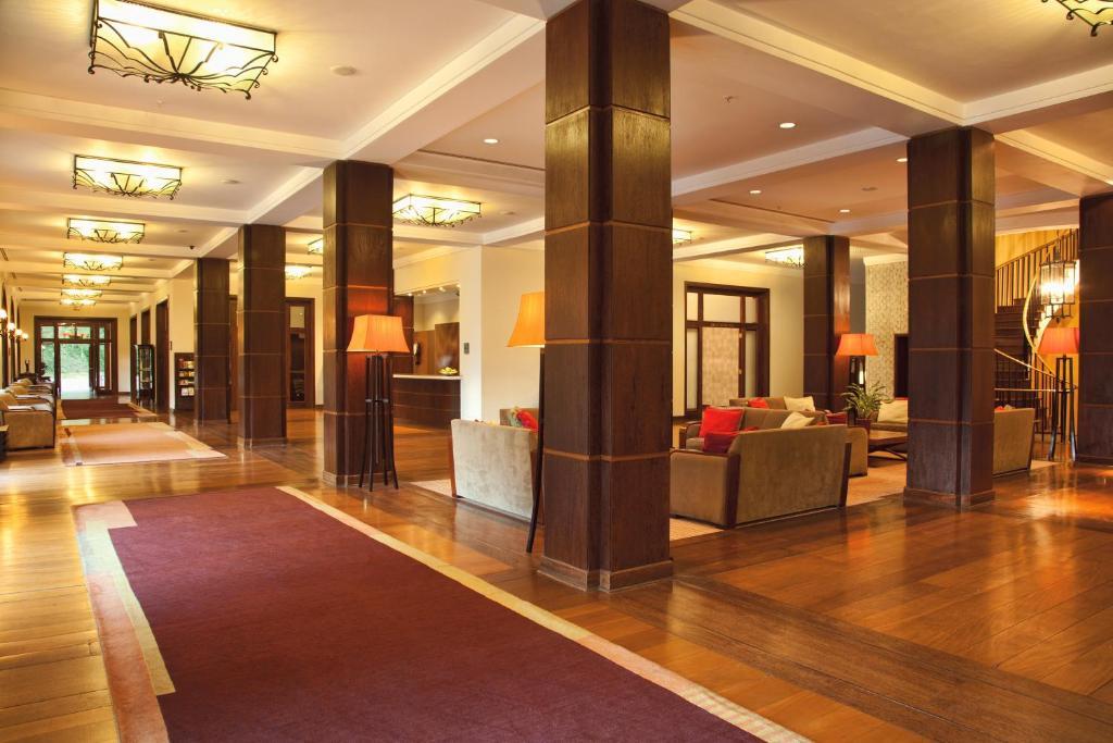 O saguão ou recepção de Grande Hotel Campos do Jordao