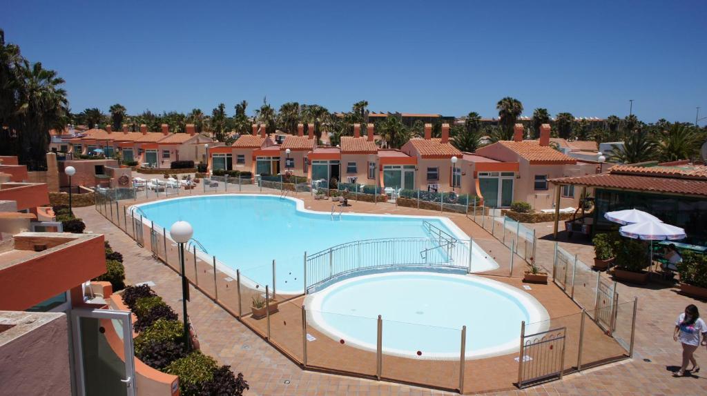 Uitzicht op het zwembad bij Castillo Playa of in de buurt