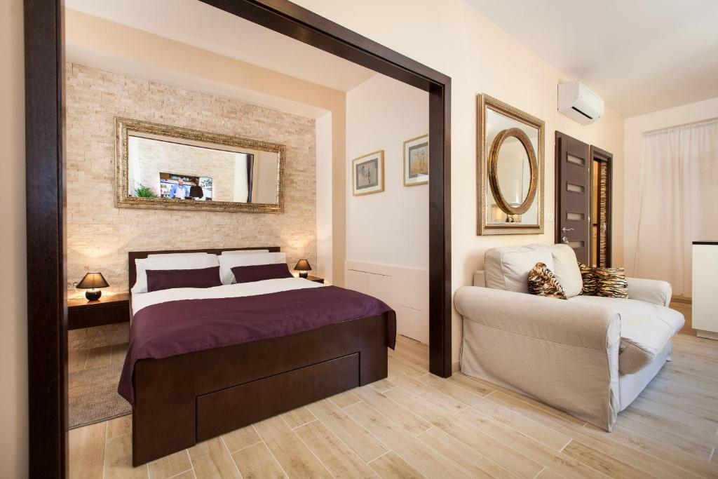 A bed or beds in a room at Apartments Villa Bianca