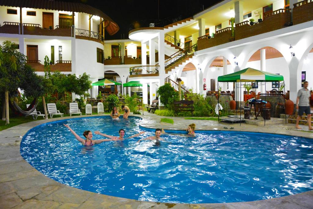 The swimming pool at or close to Hotel Alegria Nasca