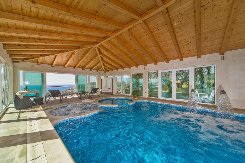 The swimming pool at or close to Villa Residence Lantoni