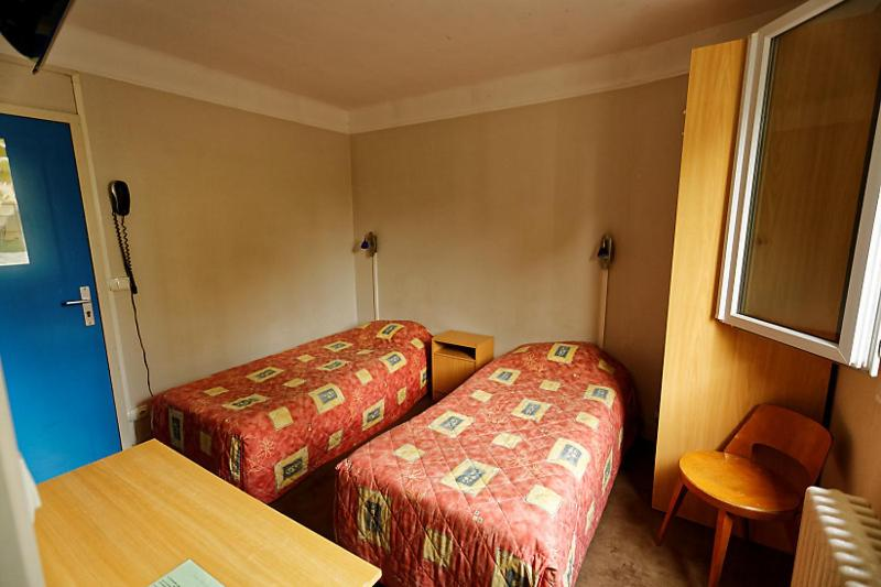 A bed or beds in a room at Au Bon Sejour