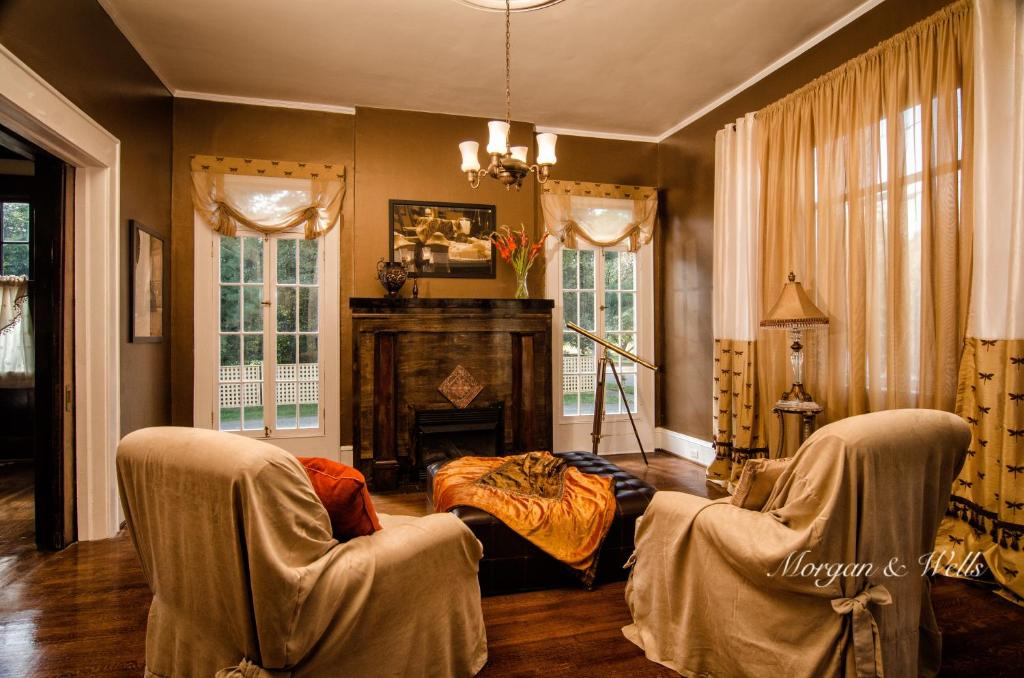 A seating area at Morgan and Wells Bed and Breakfast