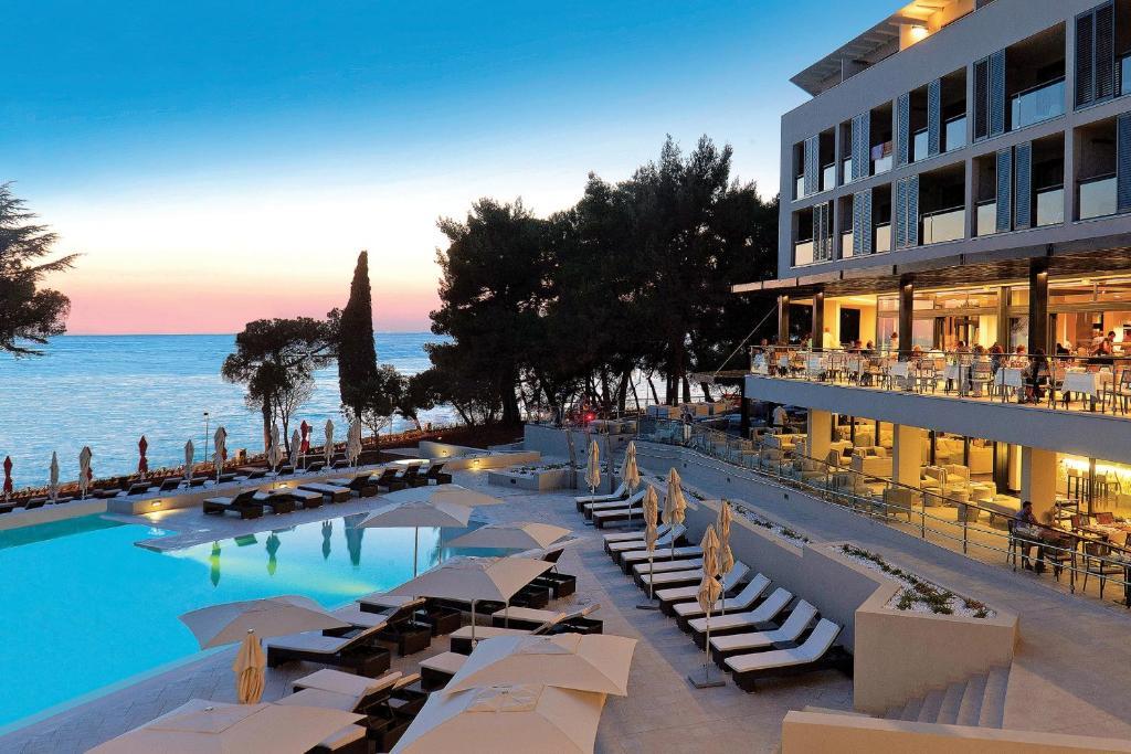 The swimming pool at or close to Hotel Parentium Plava Laguna