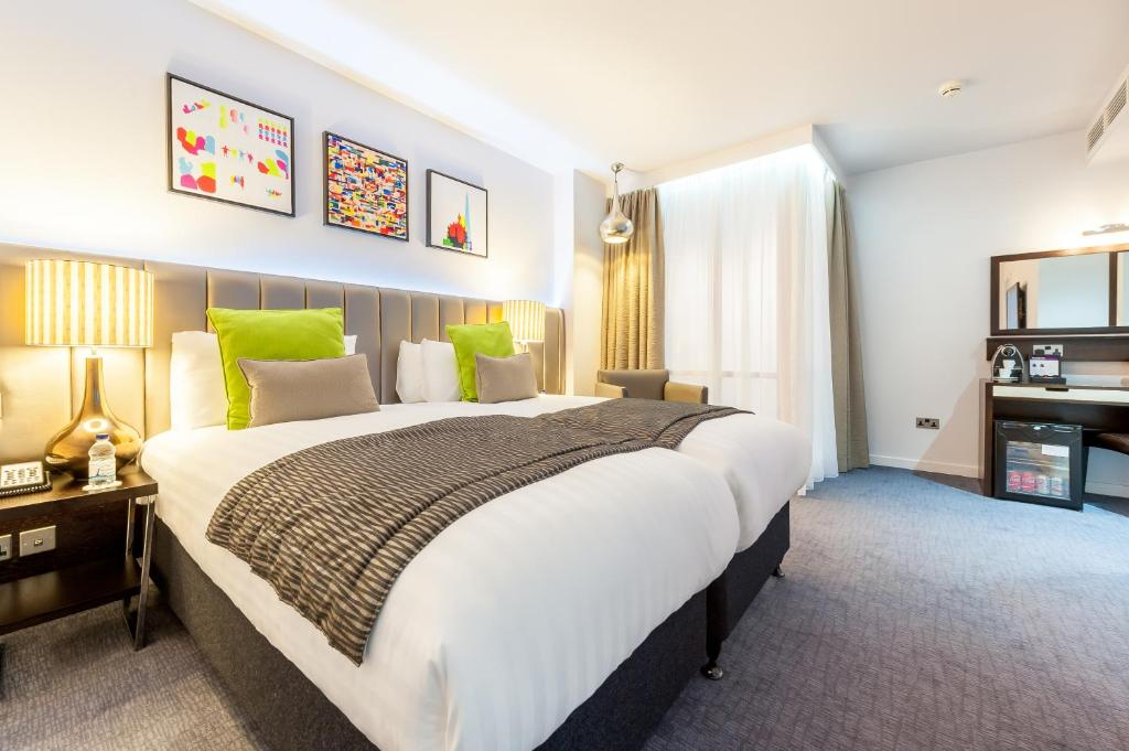 A bed or beds in a room at Mercure London Paddington Hotel