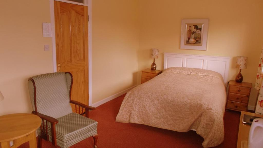 A bed or beds in a room at Riversdale Bed & Breakfast