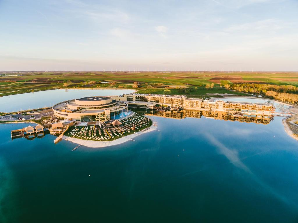 A bird's-eye view of St. Martins Therme & Lodge