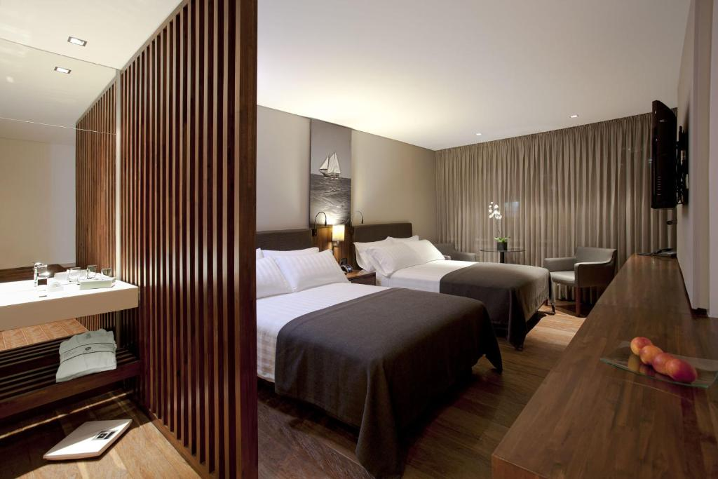 A bed or beds in a room at Hotel Estelar Parque de la 93