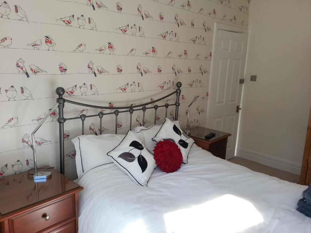 A bed or beds in a room at Parkstone Guest House