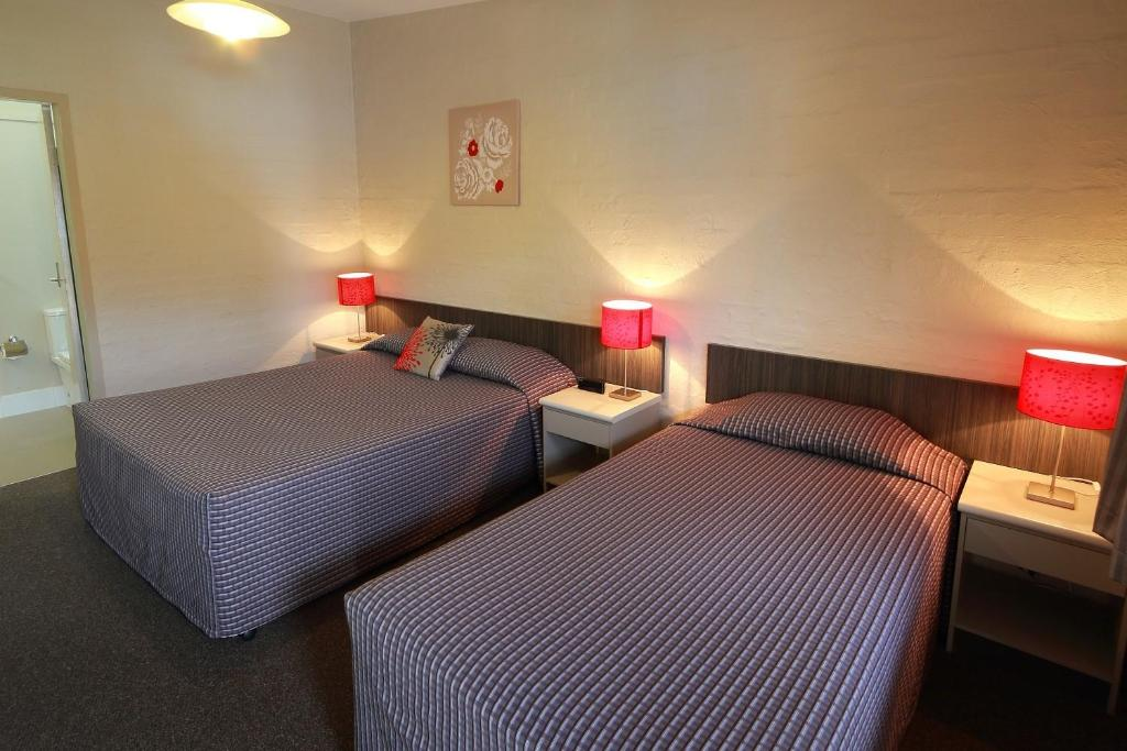 A bed or beds in a room at Everton Park Hotel