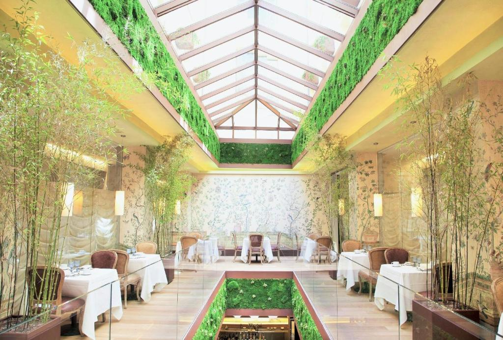A restaurant or other place to eat at URSO Hotel & Spa, a Small Luxury Hotel of the World