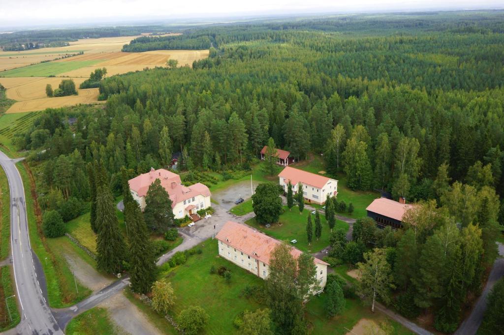 Majoituspaikan Wanha Karhunmäki kuva ylhäältä päin
