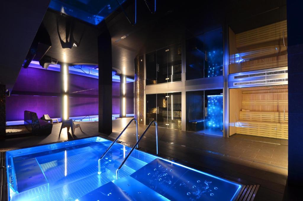 Het zwembad bij of vlak bij Hotel Spa Acevi Val d'Aran