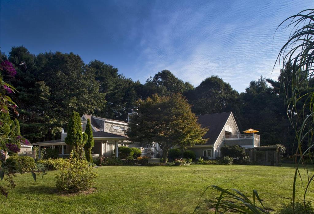 Abbey's Lantern Hill Inn
