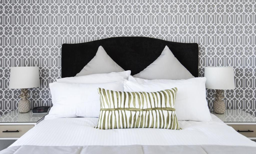 A bed or beds in a room at Riviera Mackay