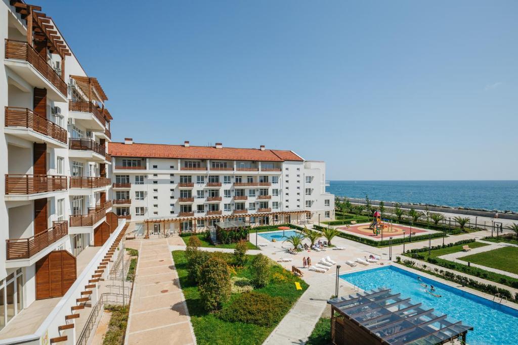 Вид на бассейн в Апарт-отель Имеретинский - Морской квартал  или окрестностях