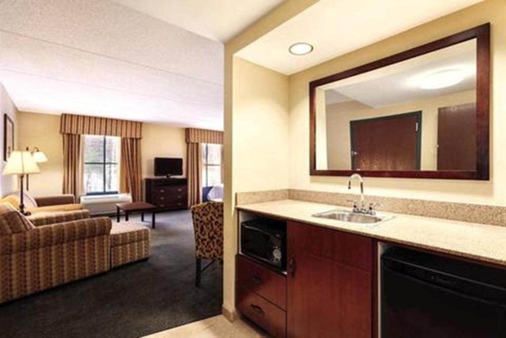Hampton Inn Suites Lake George Lake George Updated 2021 Prices