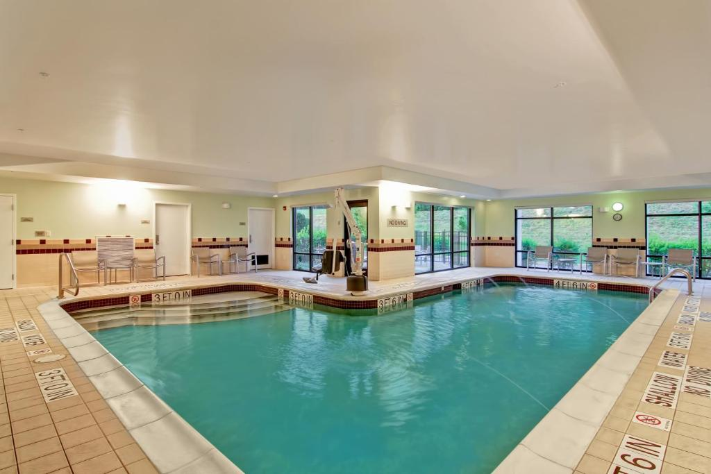 The swimming pool at or near SpringHill Suites Erie