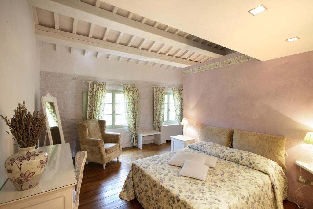 A seating area at Urbino Resort - Tenuta Santi Giacomo e Filippo