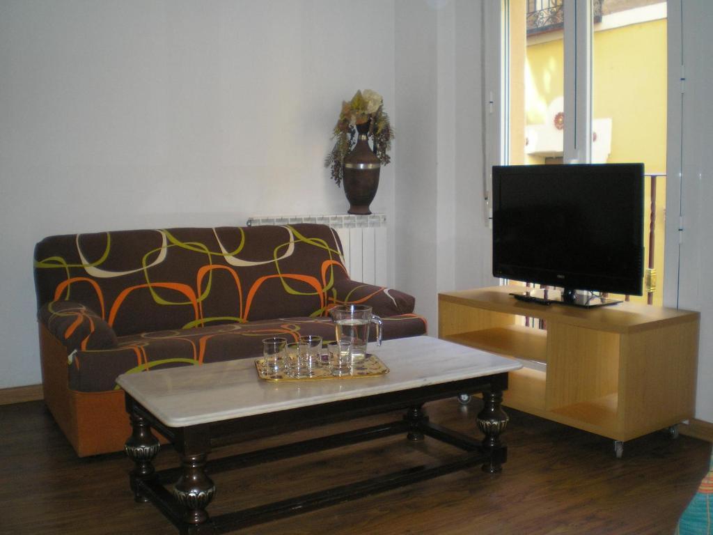 A seating area at Apartamentos Turísticos Reyes Católicos