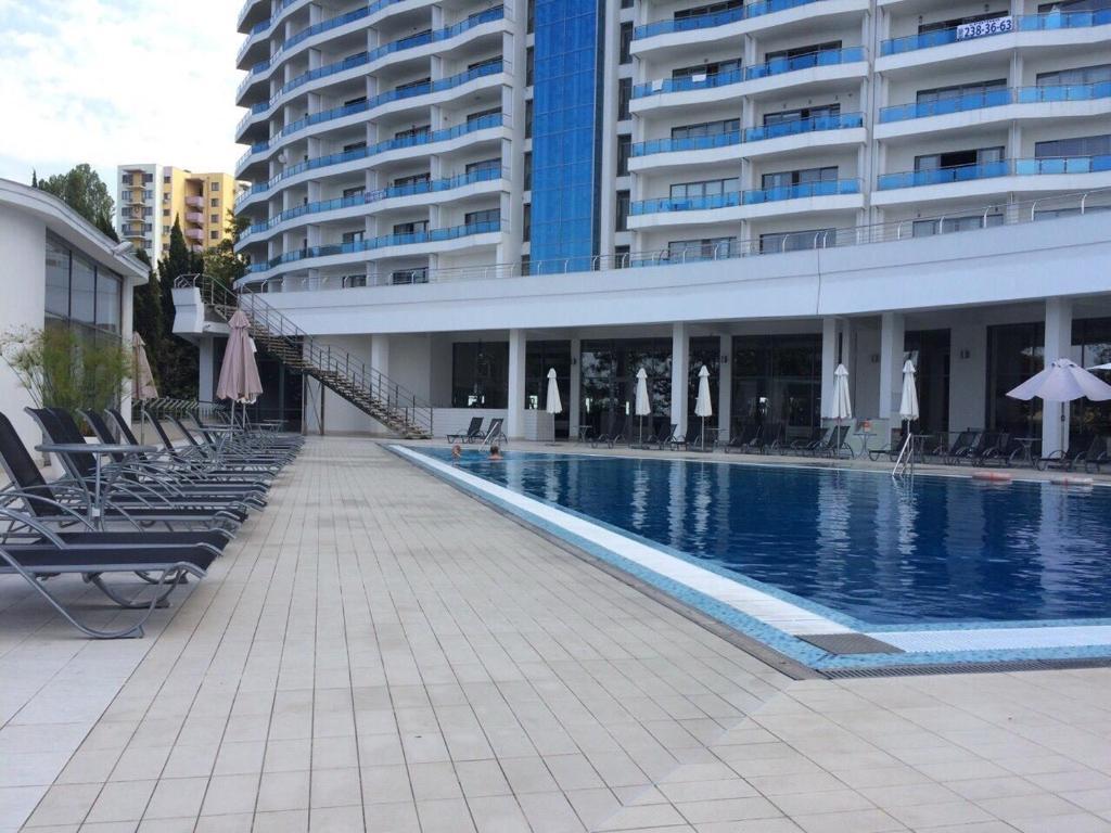 Бассейн в Апартамент на Курортном или поблизости