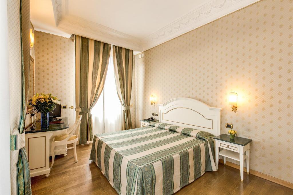 Letto o letti in una camera di Hotel La Lumiere Di Piazza Di Spagna