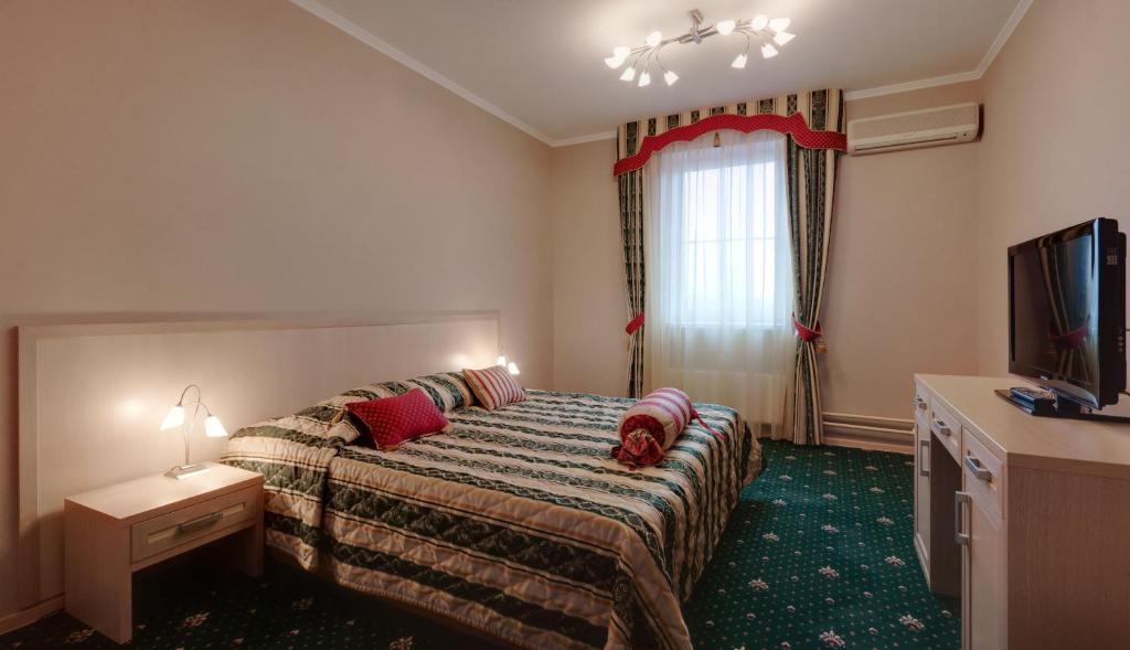 A bed or beds in a room at Hotel Voyage Park