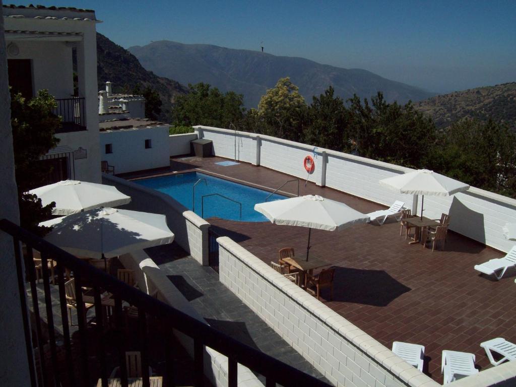 Vista de la piscina de Villa Turistica de Bubion o alrededores