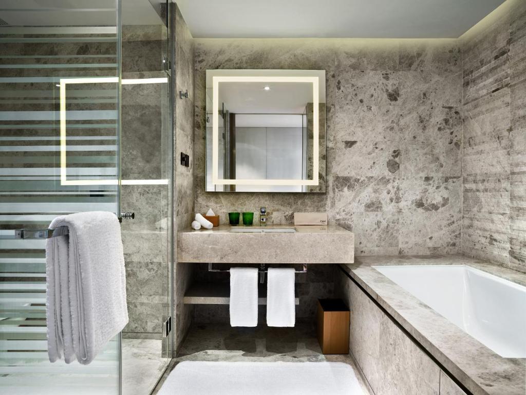 Ein Badezimmer in der Unterkunft East Beijing