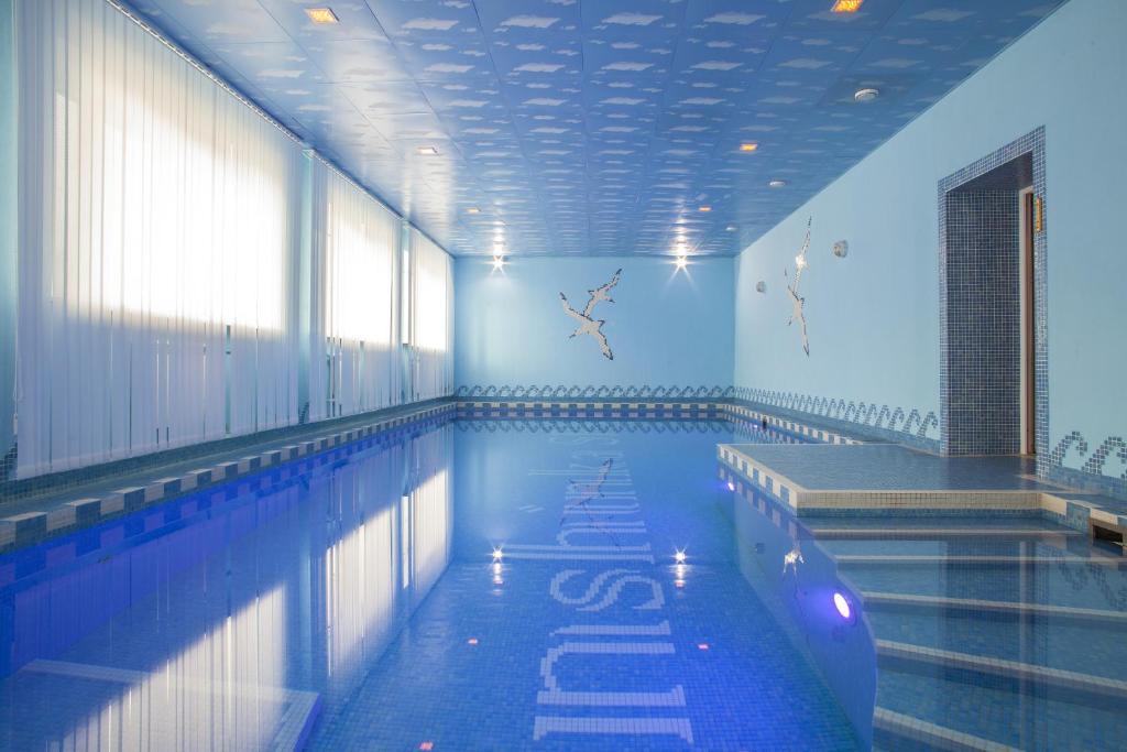 The swimming pool at or near Inshinka Spa Hotel