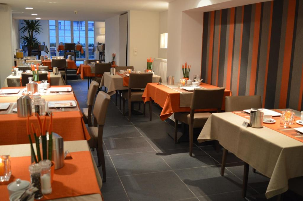 A restaurant or other place to eat at Hotel Geeraard