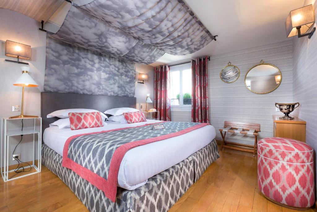 Кровать или кровати в номере Dauphine Saint Germain