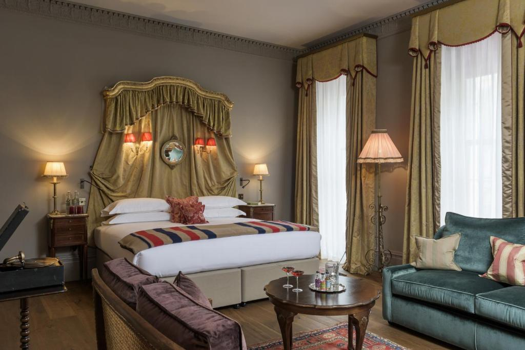 A bed or beds in a room at The Zetter Townhouse Marylebone