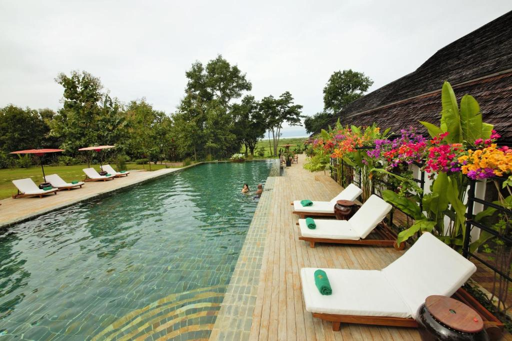 The swimming pool at or close to Villa Inle Boutique Resort