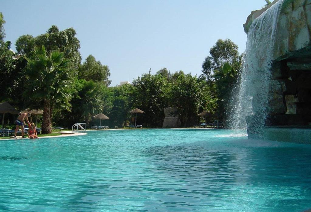 Бассейн в Shell Beach Hotel & Spa или поблизости
