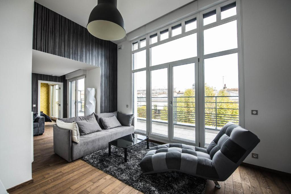 A seating area at Les Appartements Paris Clichy