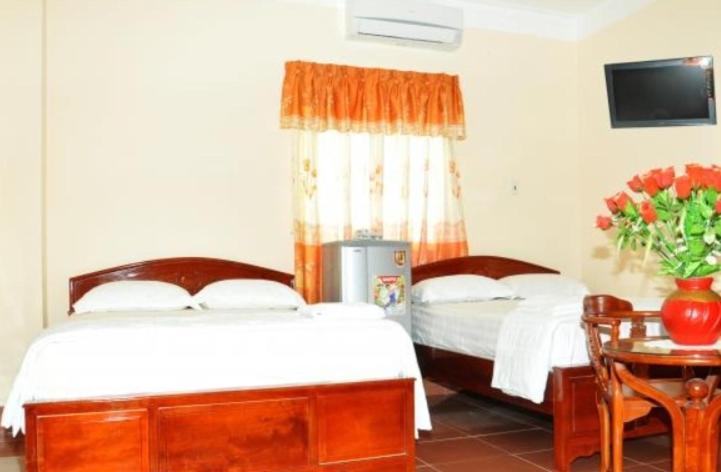 Giường trong phòng chung tại Thanh Nhan 1 Hotel