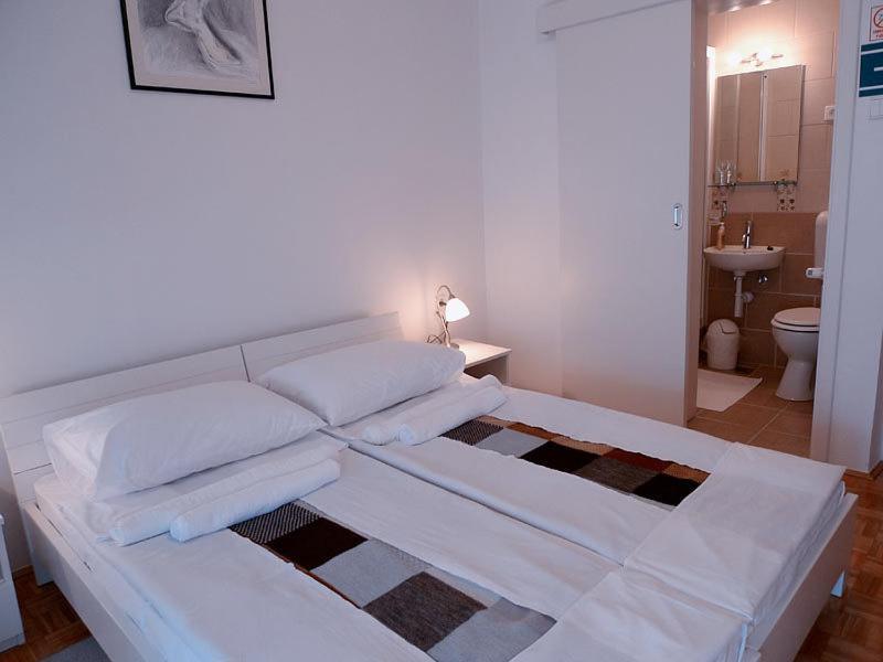 Кровать или кровати в номере Guest House Kosec