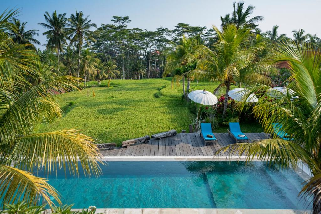 A view of the pool at Ubud Sari Health Resort or nearby