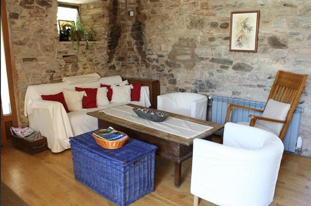 The lounge or bar area at Casa Do Ferreiro - La Fragua