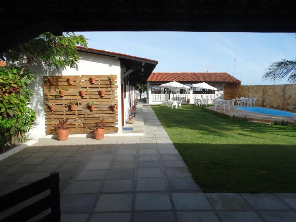 A garden outside Pousada Som de Mar