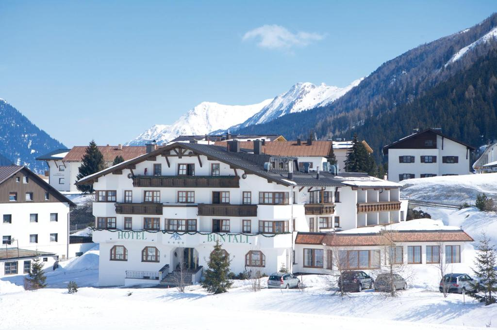 Hotel Büntali during the winter