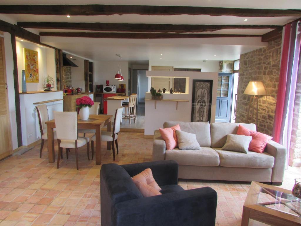 The lounge or bar area at Hauts De La Brancherie
