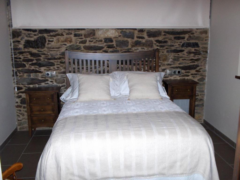 A bed or beds in a room at Casa Rural Dona María