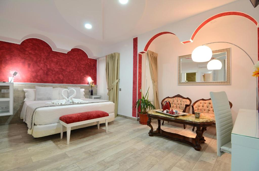A bed or beds in a room at Hostal Alexis Madrid